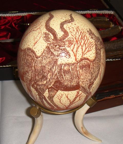 ダチョウの卵の彫り物ア−ト㈫