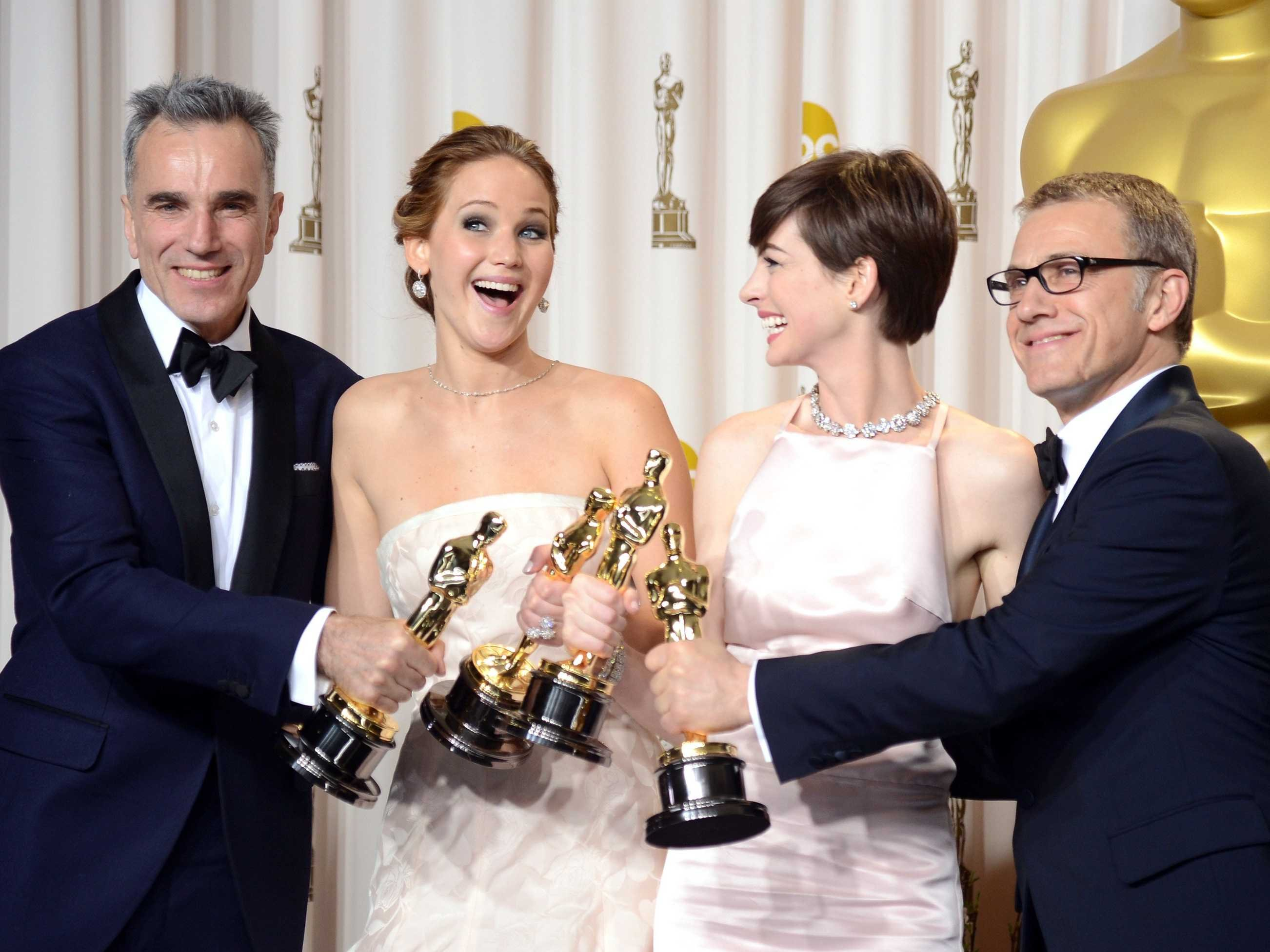 jennifer-lawrence-daniel-day-lewis-oscars-2013.jpg