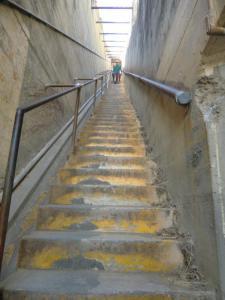 ダイヤモンドヘッド 急階段