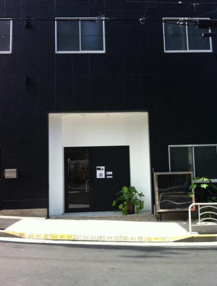 entrance g