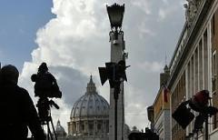 media davanti San Pietro