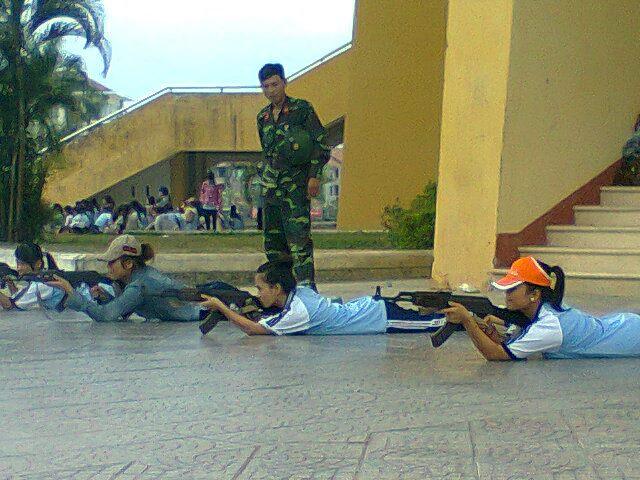 ベトナムの女の子の射撃風景