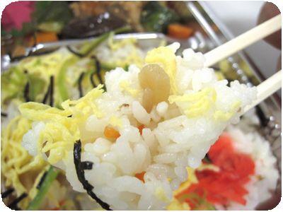 ちらし寿司と彩りサラダ