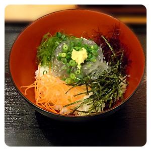 江ノ島で去年食べたしらす丼
