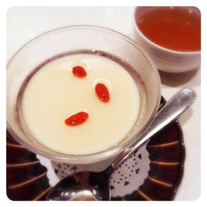 三井ホールで食べた中華料理屋の杏仁豆腐