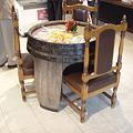 ワインの樽がテーブルに!