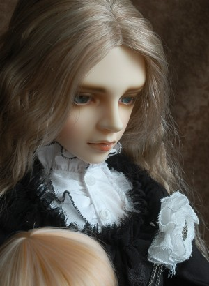 doll-thered02.jpg