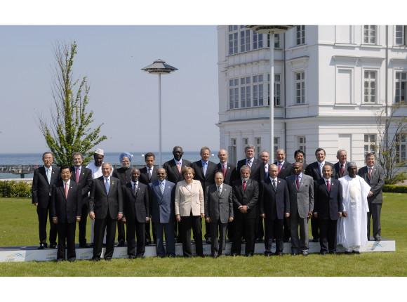01-g8-gruppenfoto-mit-den-afrika-outreach-vertretern-und-den-outreach-vertretern-o5,property=poster