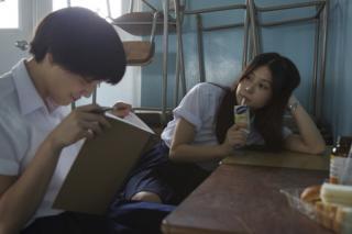 『恋に至る病』 エン(佐津川愛美)はツブラに想いを寄せる自分に戸惑う