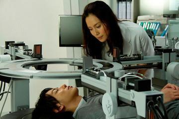 『リアル~完全なる首長竜の日~』 中谷美紀は研究所の医者なのだが…