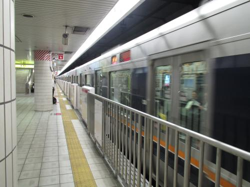 大阪天満宮駅ホーム