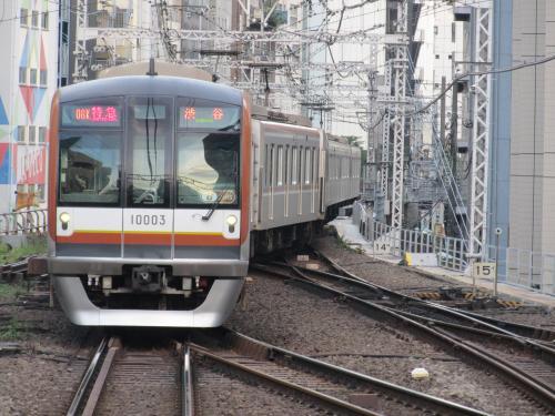 渋谷駅10000系