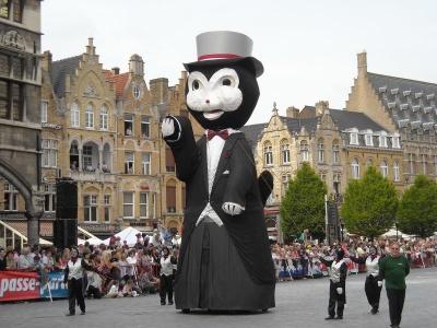 イーペルの猫祭りのパレード