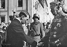 ヒトラー+ヒンデンブルク、握手