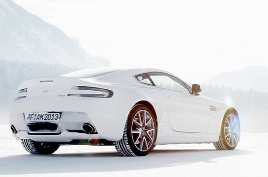 aston-martin-on-ice-2014-snow-drifting-in-switzerland-video-medium_1.jpg