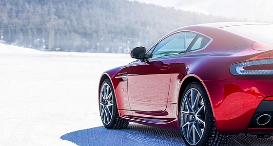 aston-martin-on-ice-2014-snow-drifting-in-switzerland-video-medium_2.jpg