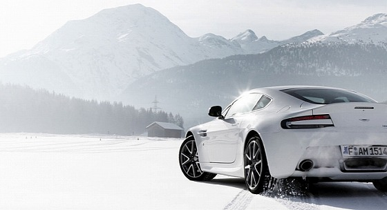 aston-martin-on-ice-2014-snow-drifting-in-switzerland-video-medium_5.jpg