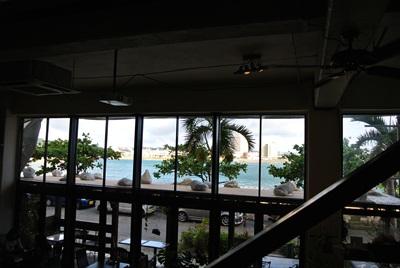 沖縄3 室内からの眺め