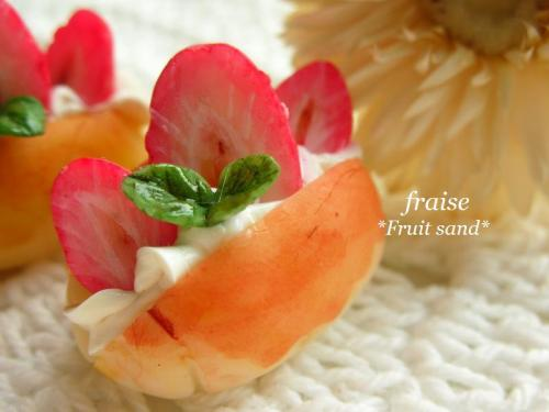 ロールパンフルーツサンドいちご2