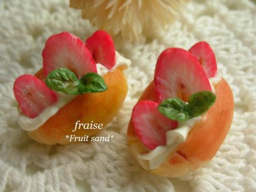 ロールパンフルーツサンドいちご1