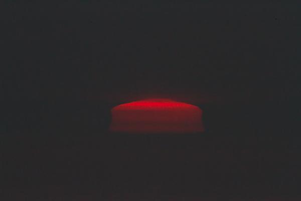 靄の中の変形太陽 1