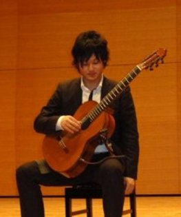 fumiaki guitar 姿勢