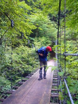 120902吊橋をわたる途中に雨が