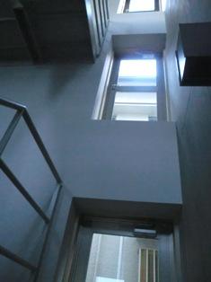 見上げる階段室