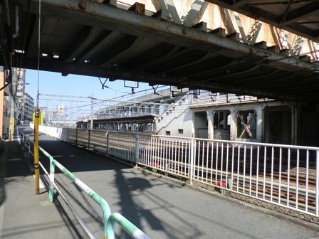 東十条駅下