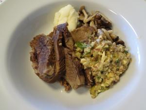 牛スネ肉とタンの柔らか煮(縮小)