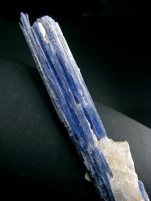No.335 Kyanite