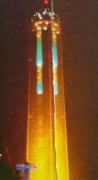 夜のタワー