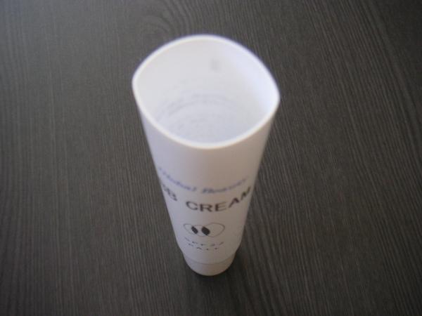 BBクリームチューブ3b