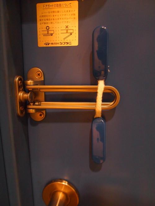 ドアロックをロック