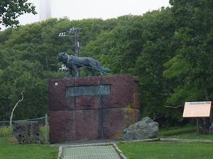 森林公園内の、南極探検隊樺太犬の記念碑
