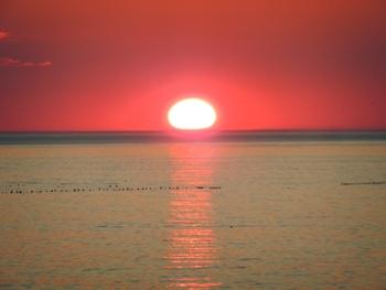 オホーツク海に落ちる夕陽その2