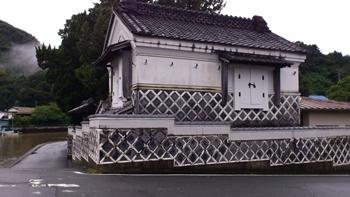 なまこ壁の家