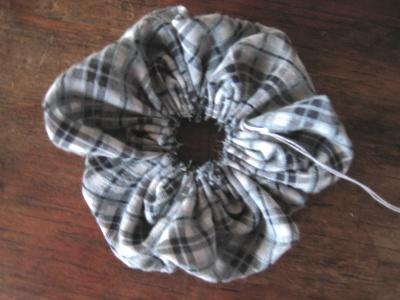 布花 布を縫い絞る