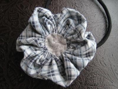 布花 パーツ フェルトを縫い付ける