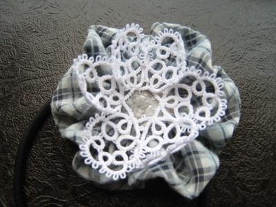 布花 レースのはなびらを縫い付ける