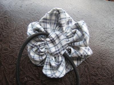 布花 パーツ 裏の当て布を縫い付ける