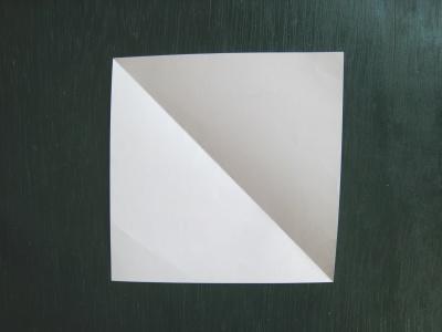月見草のモチーフのヘアゴム 型紙 四角い紙を用意する
