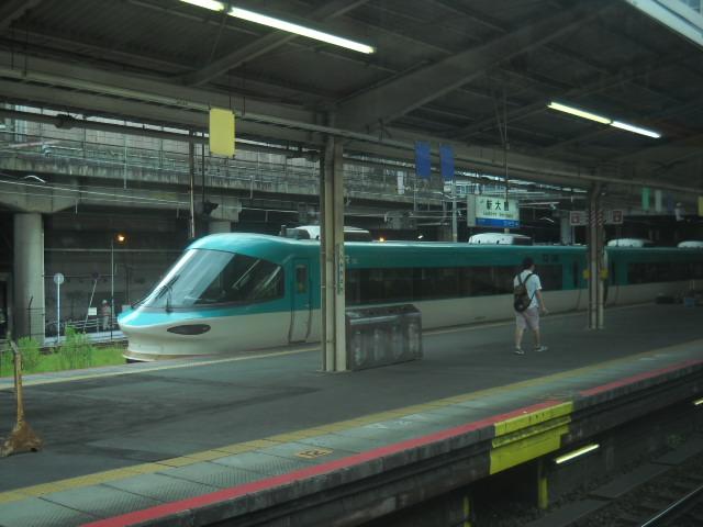 阪和線が土砂がくずれて止まってますので283が留置されています