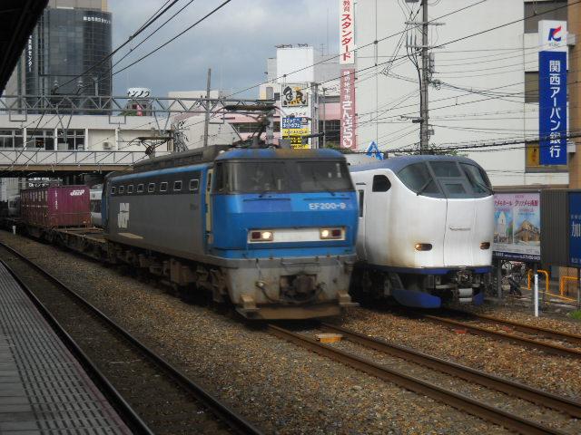 EF200と並び