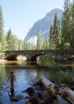 川で泳ぎました♪
