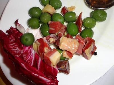 オリーブとサラミ