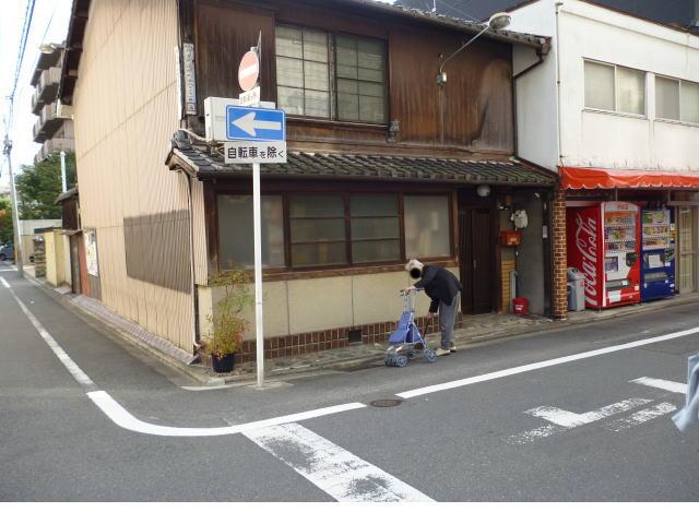 京都家屋と老婆