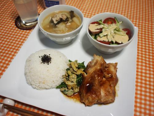 朝食☆鶏の照り焼き&ほうれん草と卵の炒め物&きゅうりとトマトのサラダ&豚汁