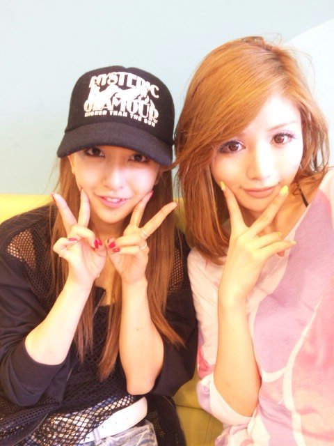 武藤静香とAKB48板野友美のツーショット 不自然な整形顔が話題に