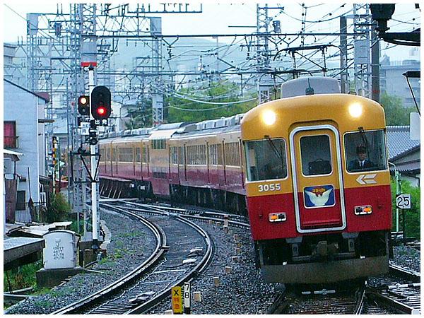 Keihan_3000_series_train_20060507o.jpg